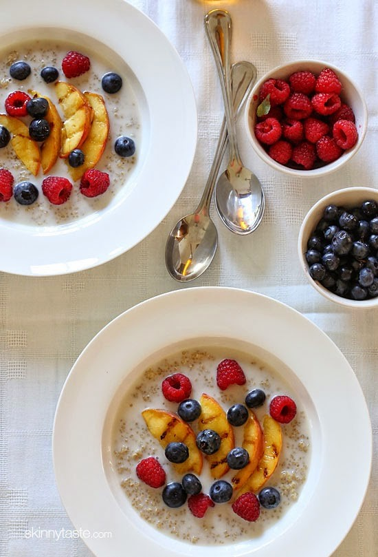 summer-breakfast-quinoa-with-grilled-peaches-and-berries-550x809